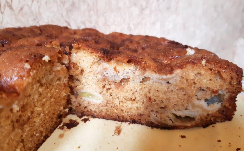 charlotte Torta di mele deliziosa fatta a mano fotografie stock libere da diritti