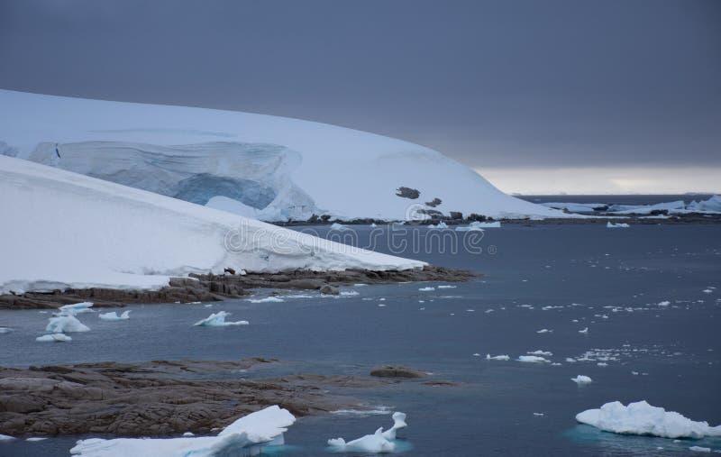 Charlotte zatoka przy Wrotnym punktem Antarctica obraz royalty free