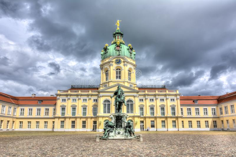Charlottenburg pałac podwórze i statua Friedrich Wilhelm Ja, Berlin, Niemcy zdjęcie royalty free