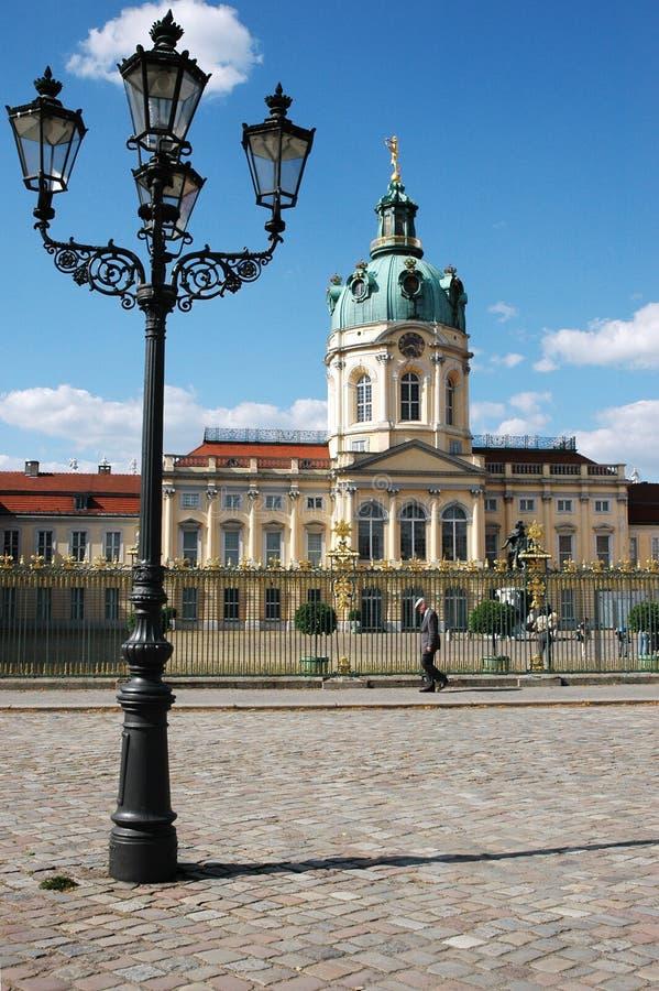 Charlottenburg pałac z lampą w Berlin, Niemcy/ zdjęcie stock