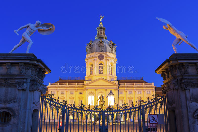 Charlottenburg slottingång i Berlin arkivfoto