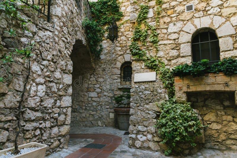 Charma det Provencal huset i Eze, ` Azur, Frankrike för skjul D royaltyfria bilder