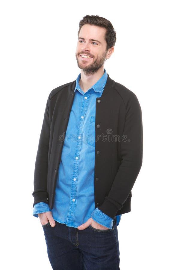 Charma dig man att le på isolerad vit bakgrund arkivfoto