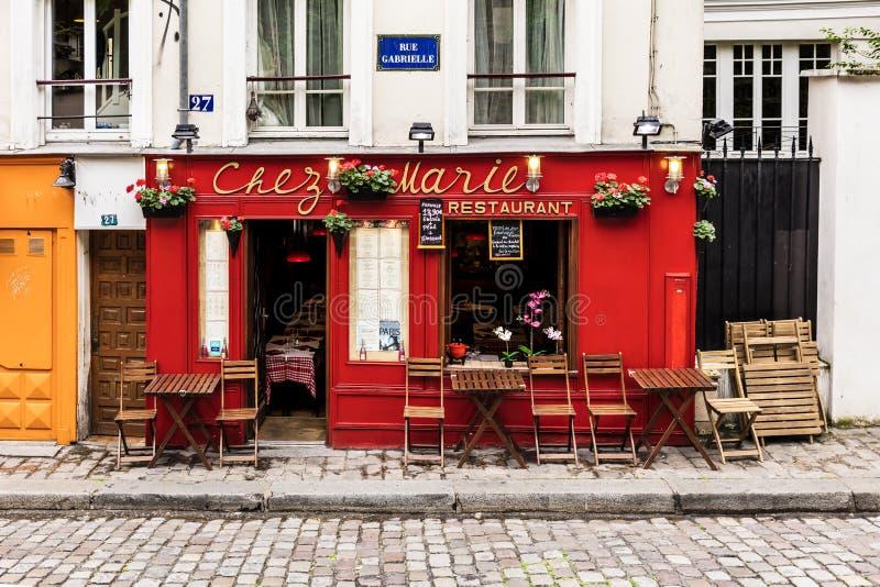 Charmant restaurant Chez Marie op Montmartre-heuvel Parijs, Frankrijk royalty-vrije stock afbeelding