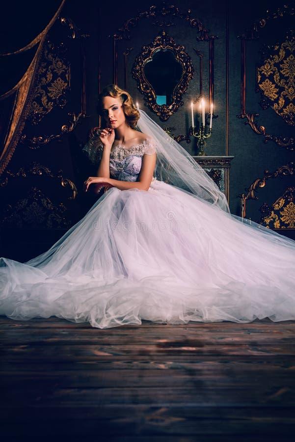 Charmante bruidvrouw stock afbeelding