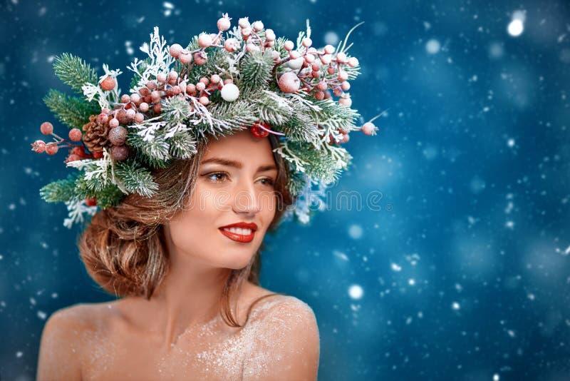 Charmante fille d'hiver photographie stock