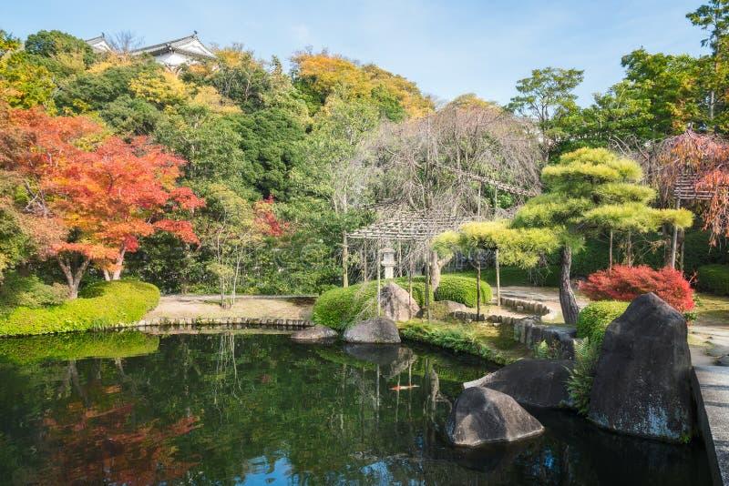 Charmante hoek van koko-Engelse Tuin in de herfst, in Himeji, Japan stock foto