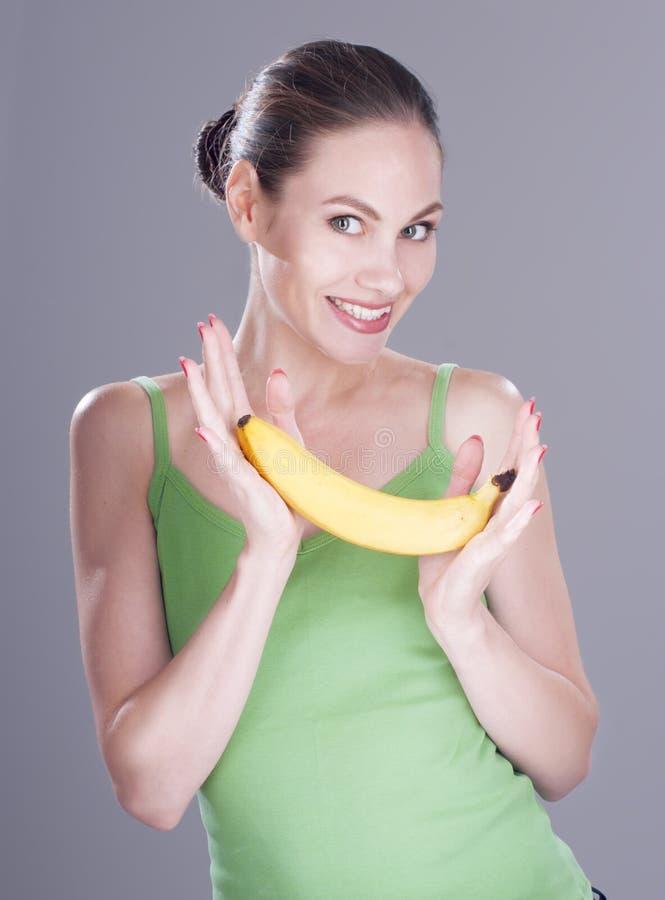 Charmante vrouw met banaan royalty-vrije stock fotografie