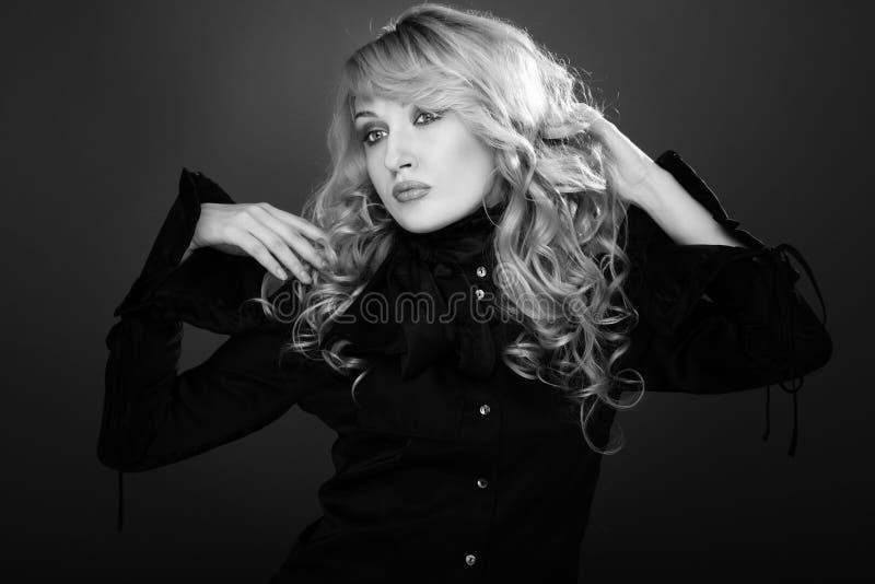 charme noir et blanc photo stock image du fille dame 11037016. Black Bedroom Furniture Sets. Home Design Ideas
