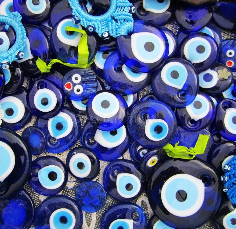 Charmes d'oeil mauvais dans le bazar turc photographie stock