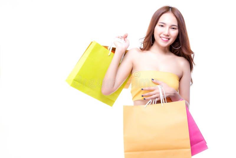 Charmig härlig shoppingkvinna för stående arkivbild