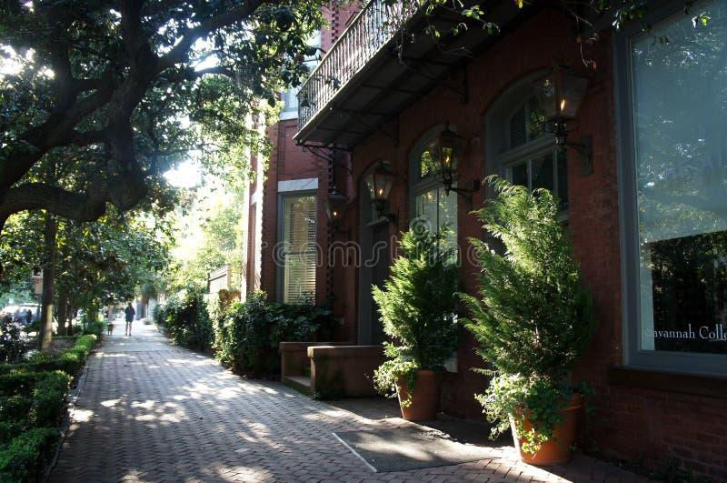 Charmig historisk gata i savannahen, Georgia royaltyfri bild