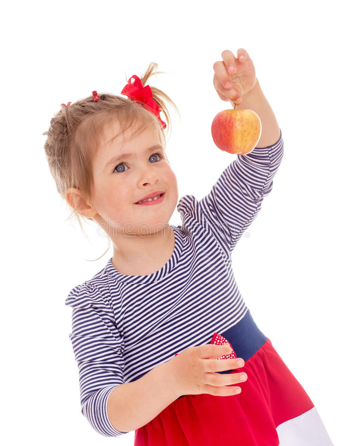 Charmig liten flicka med det röda äpplet. royaltyfri fotografi