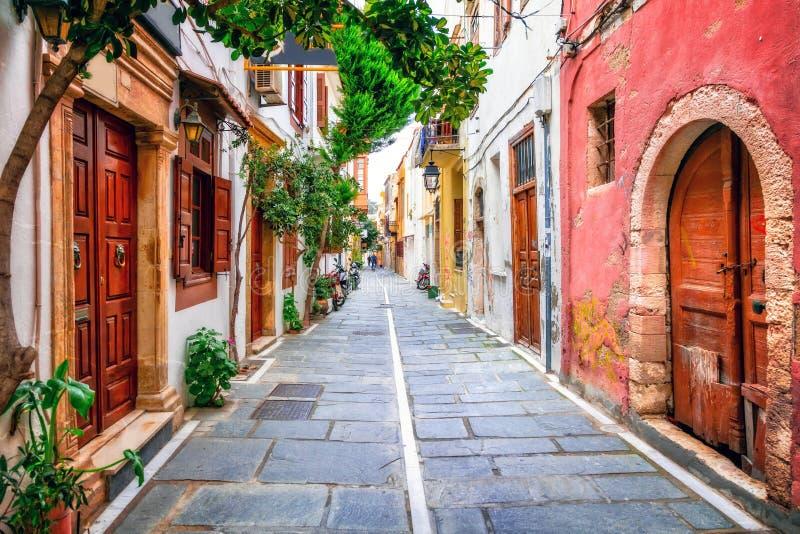 Charmiga gator av den gamla staden i Rethymno crete greece ö royaltyfria foton
