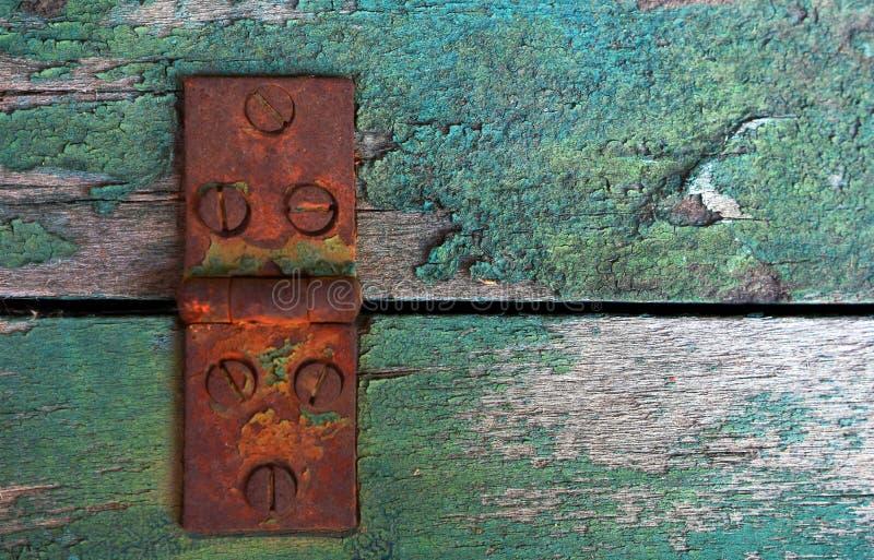 Charnière de porte rouillée en métal photos stock