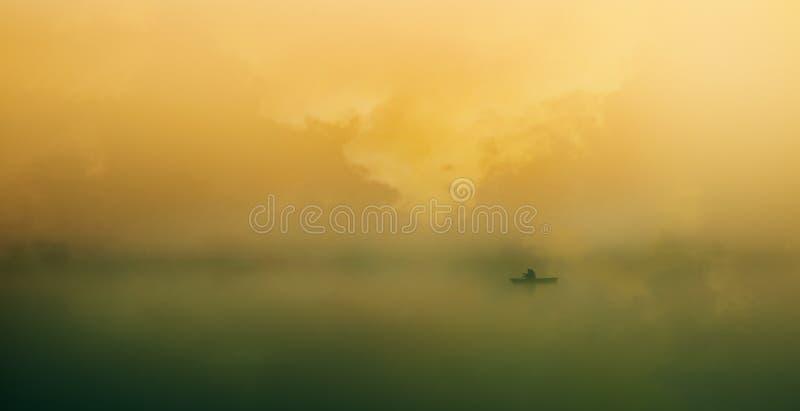 Charon på floden arkivfoton