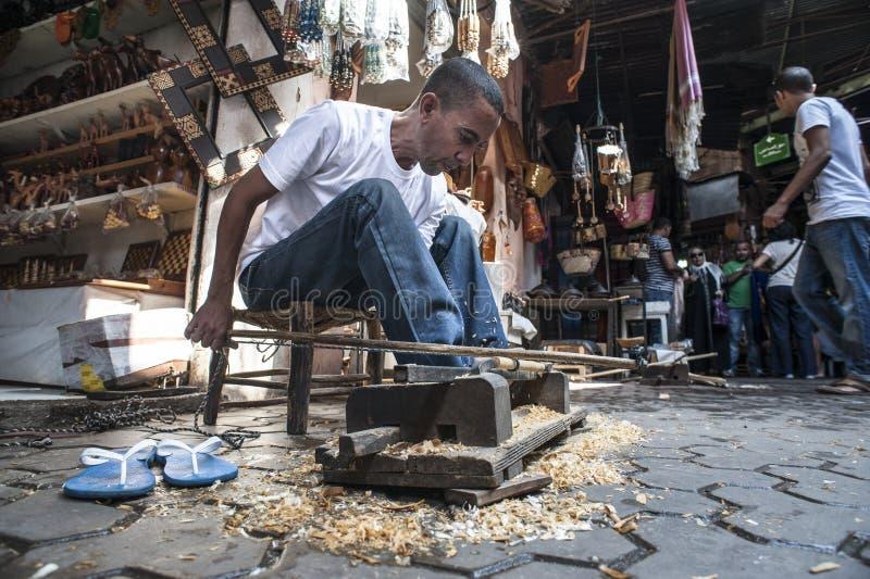 Charpentier à Marrakech photo libre de droits