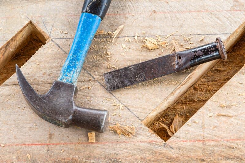 Charpentier de burin en bois de gouge images libres de droits