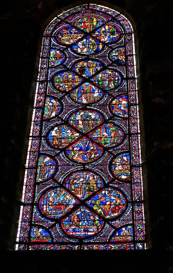 CHARTRES, FRANCIA - 19 DE JULIO DE 2017: Vitrales de la catedral de Chartres fotos de archivo