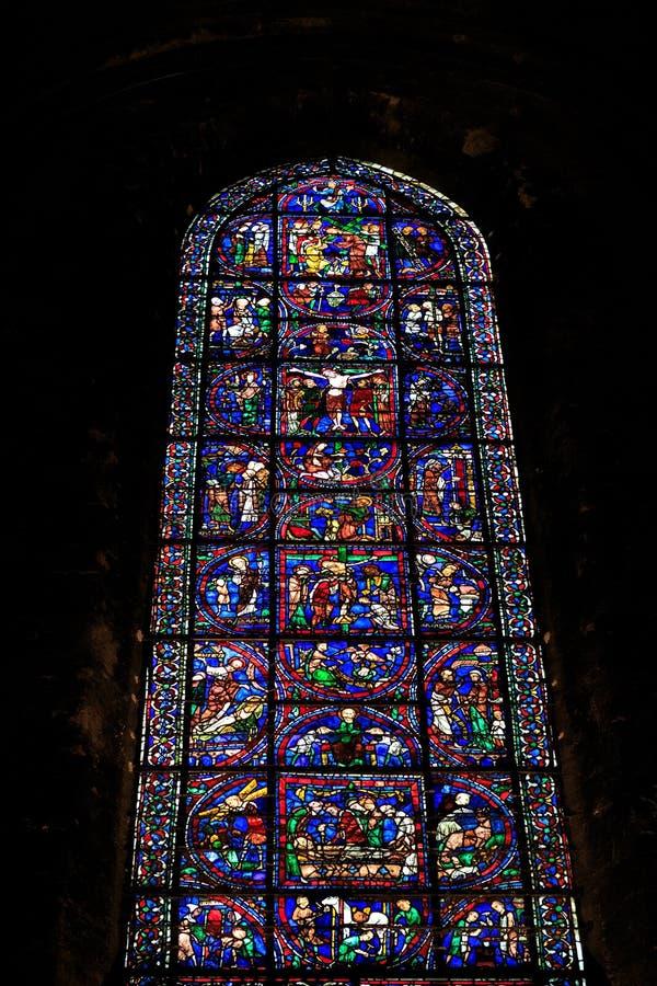 CHARTRES, FRANCIA - 19 DE JULIO DE 2017: Vitrales de la catedral de Chartres fotos de archivo libres de regalías