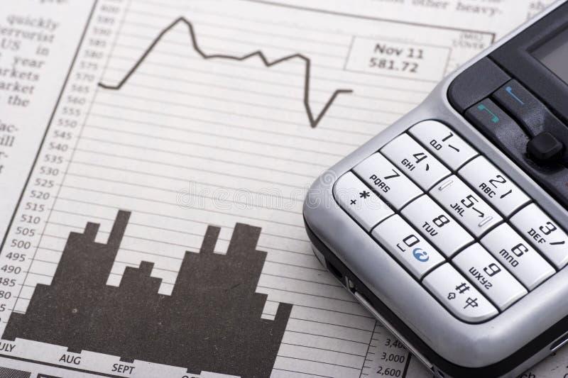 charts mobil över telefonen royaltyfria bilder