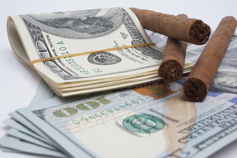 Charutos e dinheiro imagem de stock