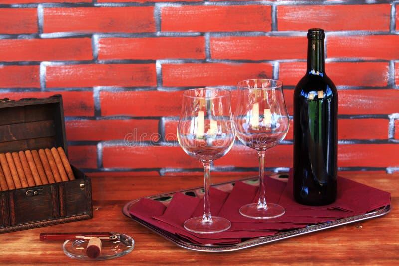 Charutos e vinho foto de stock royalty free