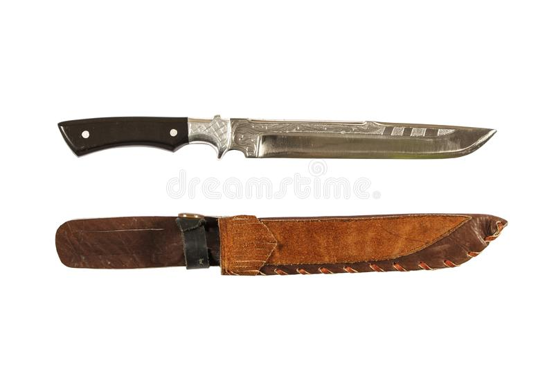 Chassant le couteau de poignard avec la coquille décorative d'isolement sur un fond blanc Poignard de cru sur le fond blanc Maque image stock