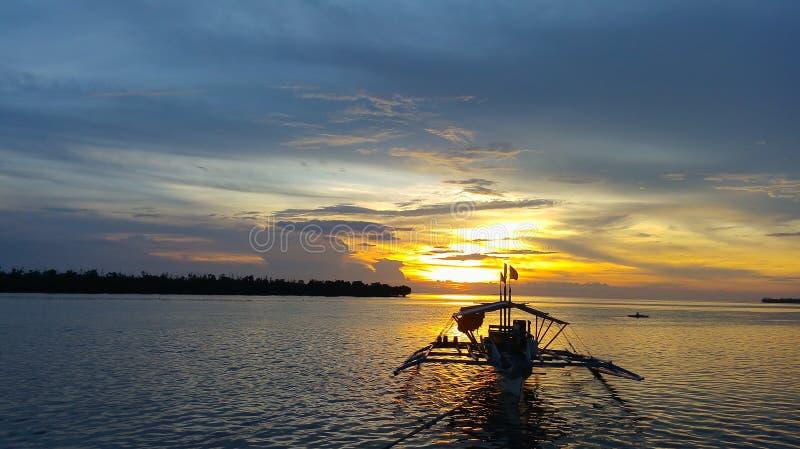 Chasse du coucher du soleil photographie stock libre de droits