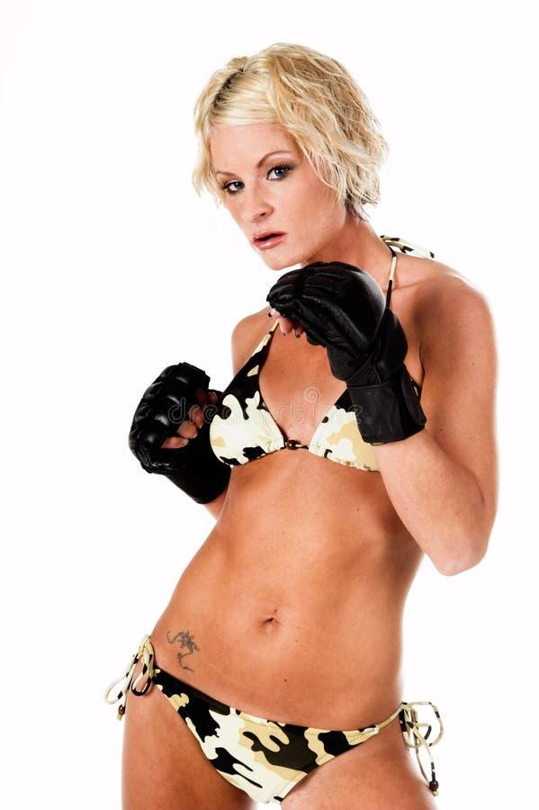 Chasseur femelle de MMA photographie stock