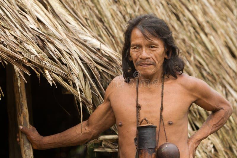 Chasseur indigène amazonien de Waorani photos stock