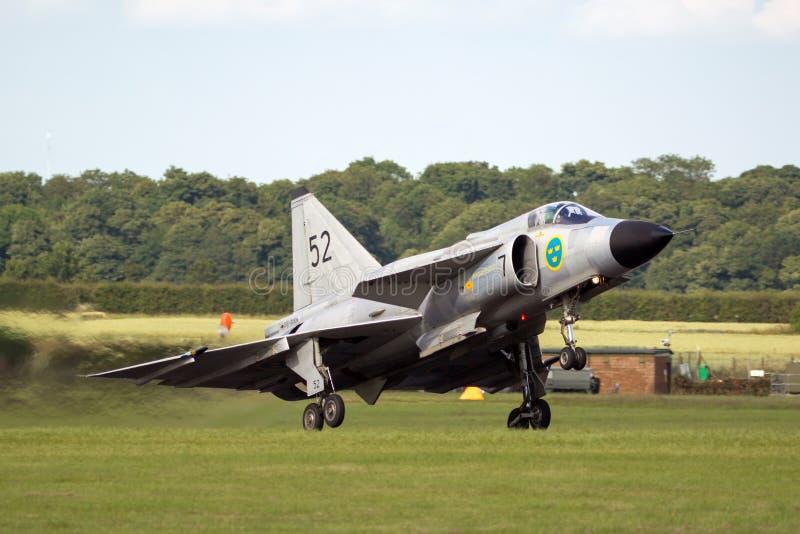 Chasseurs historiques de Saab AJS-37 Viggen de vol de l'Armée de l'Air suédoise SE-DXN photographie stock