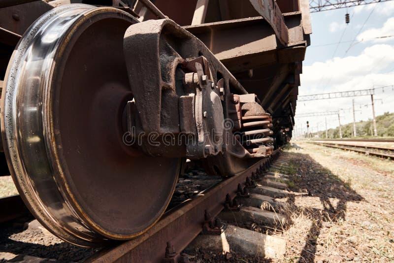 Chassi, hjul av en järnväg bil, stänger - begreppet av trans. och sändnings arkivbild
