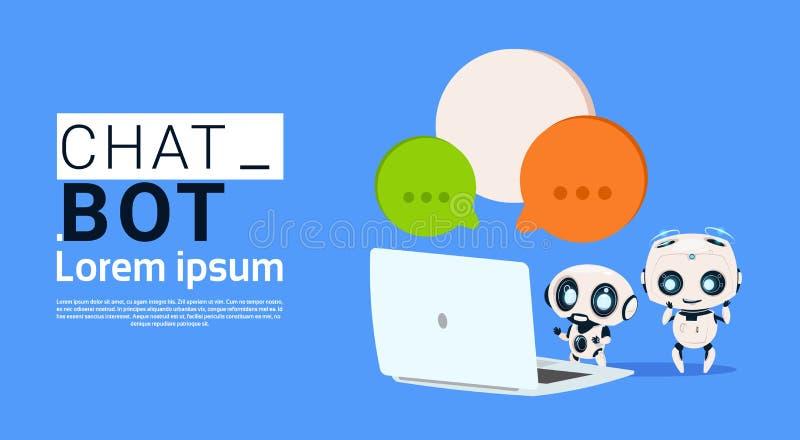 Chat Bot-Roboter unter Verwendung Laptop-Computer und Griff-Sprache-der Blasen-Fahne mit Kopien-Raum, Geschnatter oder Chatterbot stock abbildung