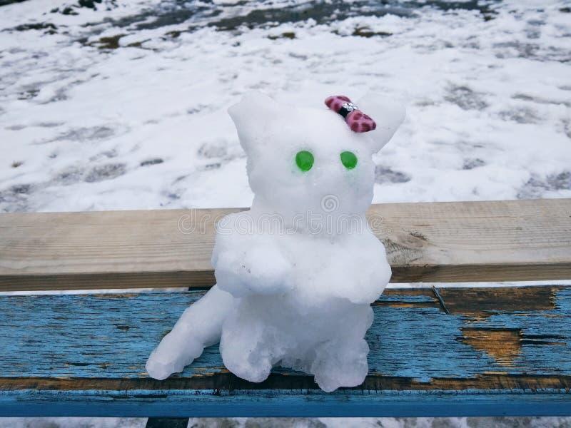 Chat fait en neige image libre de droits