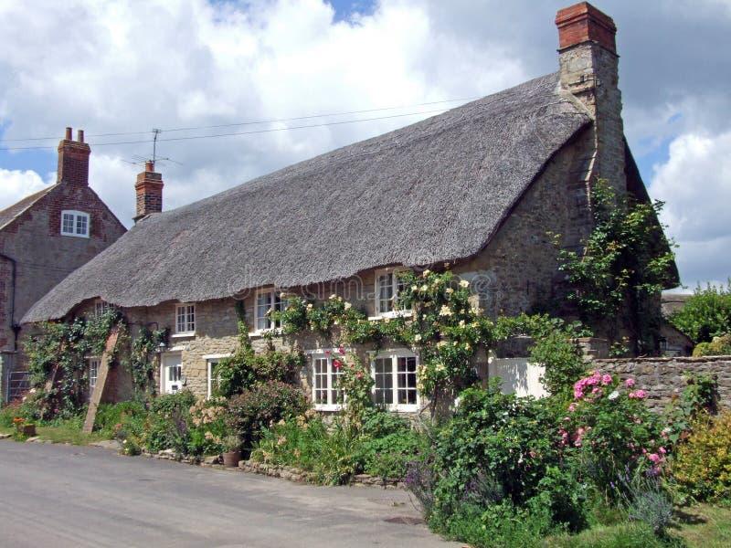 chata objęta strzechą rose wielkości fotografia royalty free