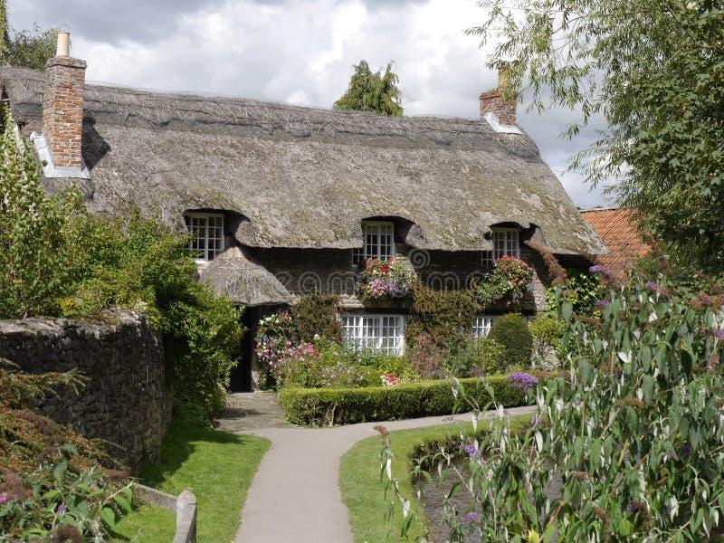 chata strzechą wielkości zdjęcie stock