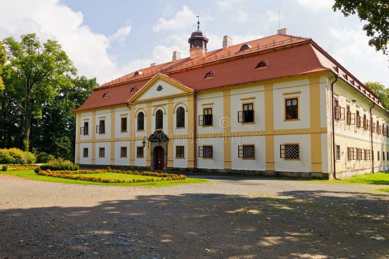 Chateau Chotebor, Tjeckien fotografering för bildbyråer