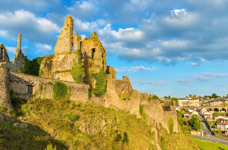 Chateau de Bressuire, en förstörd slott i Frankrike royaltyfria bilder
