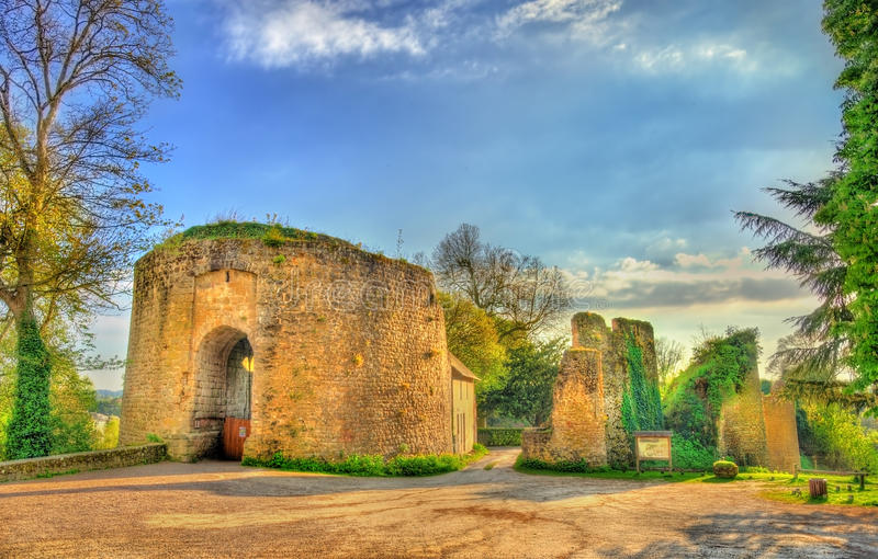 Chateau de Bressuire, un castello rovinato in Francia immagine stock