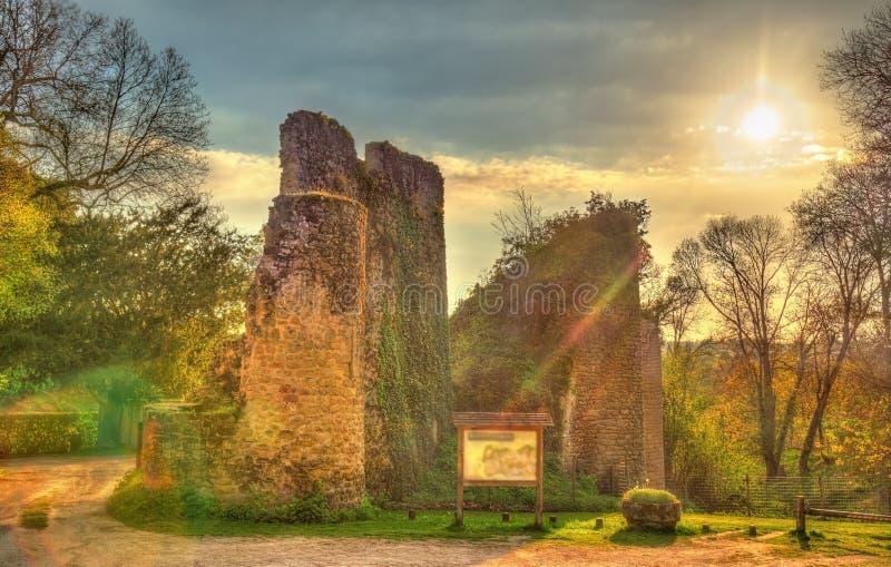 Chateau de Bressuire, un castello rovinato in Francia immagine stock libera da diritti