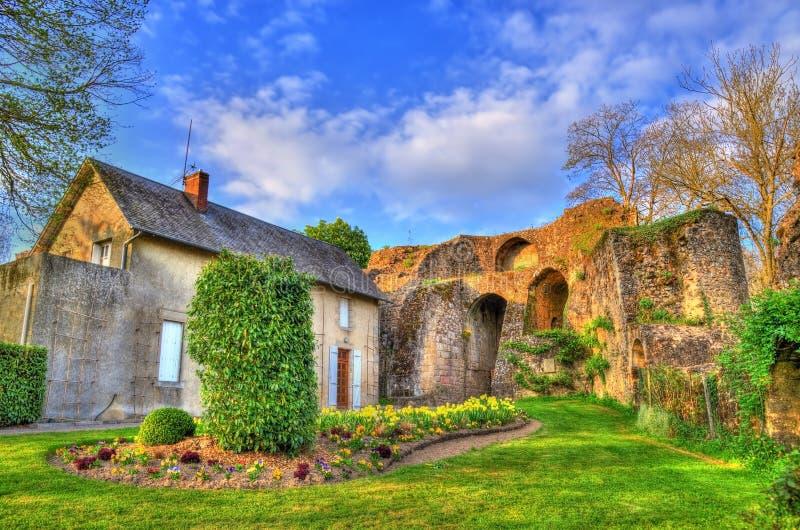 Chateau de Bressuire, un castello rovinato in Francia fotografia stock