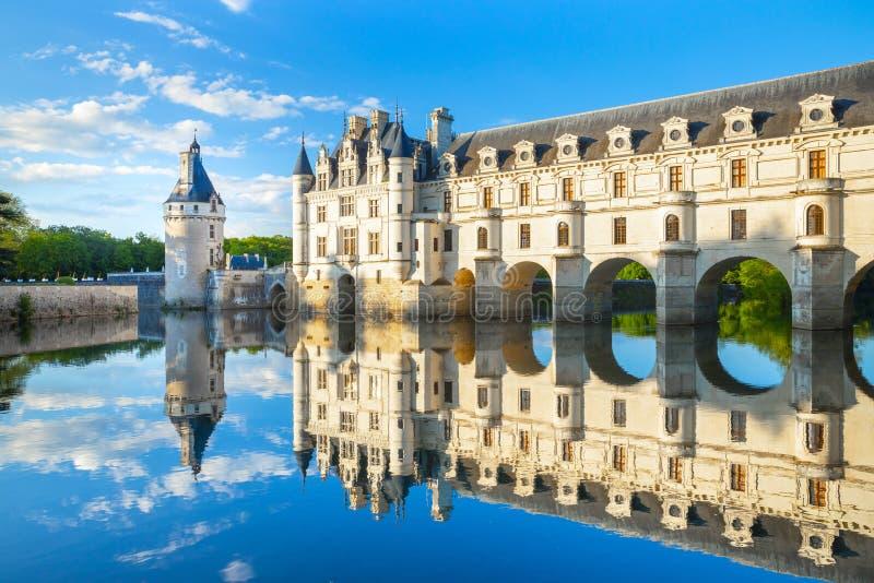 Chateau de Chenonceau ist ein franz?sisches Schloss, das den Fluss Cher nahe Chenonceaux-Dorf, Loire Valley in Frankreich ?berspa stockfotografie