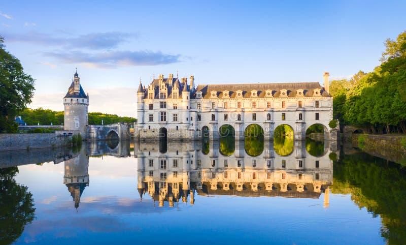 Chateau de Chenonceau ?r en fransk slott som sp?nner ?ver floden Cher n?ra den Chenonceaux byn, Loire Valley i Frankrike arkivbild