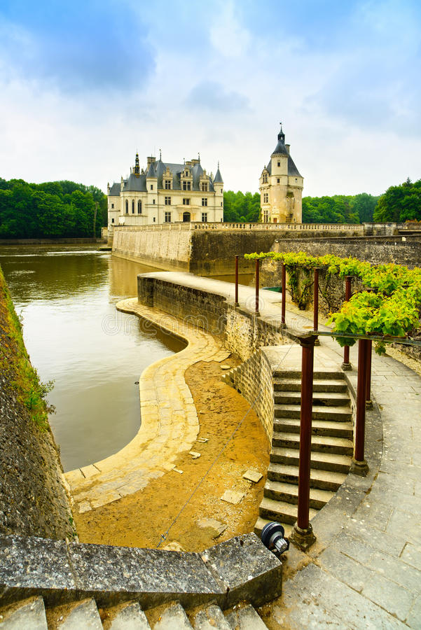 Free Chateau De Chenonceau Unesco Medieval French Castle, Garden And Royalty Free Stock Images - 44955609
