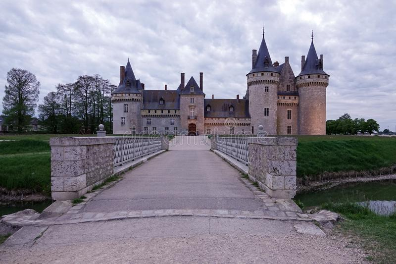 Chateau de Sully chez la Loire en France images stock