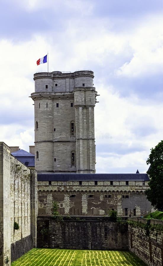 Chateau de Vincennes - massiv fransk kunglig fästning för 14th och 17th århundrade i staden av Vincennes, Frankrike royaltyfri bild