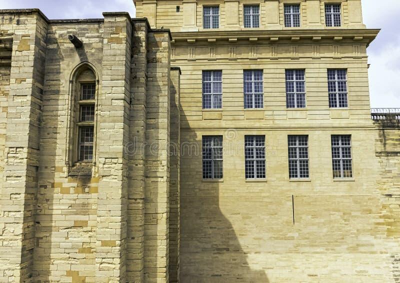 Chateau de Vincennes - massiv fransk kunglig fästning för 14th och 17th århundrade i staden av Vincennes, Frankrike arkivfoton