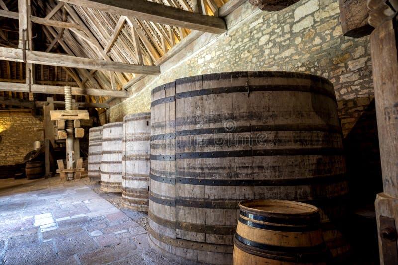 Chateau du Clos de Vougeot Barriles viejos de un lagar Cote de Nuits, Borgoña, Francia imagen de archivo