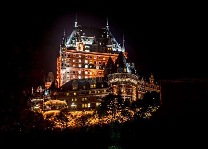 Chateau Frontenac på natten royaltyfria foton